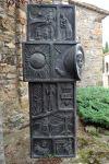 Cantó esquerre de l'escultura d'homenatge.