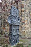 Escultura en commemoració dels vint-i-cinc anys de la seva mort.  Obra d'Enric Gelpí i Vintró (1936 - 2011).