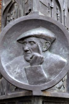 Mn. Ramon Garriga i Boixader.  Vic 1876 - Samalús 1968.  Eclesiástic, poeta, escriptor i escultor conegut com l'Ermità de Samalús.