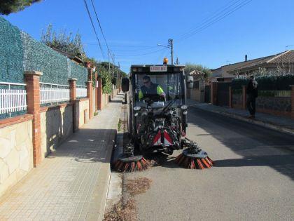 Aquest matí la nova màquina escombradora en període de proves ha estat netejant carrers de Can Volart.